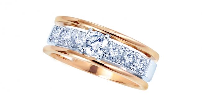 コンビのダイヤモンドリング