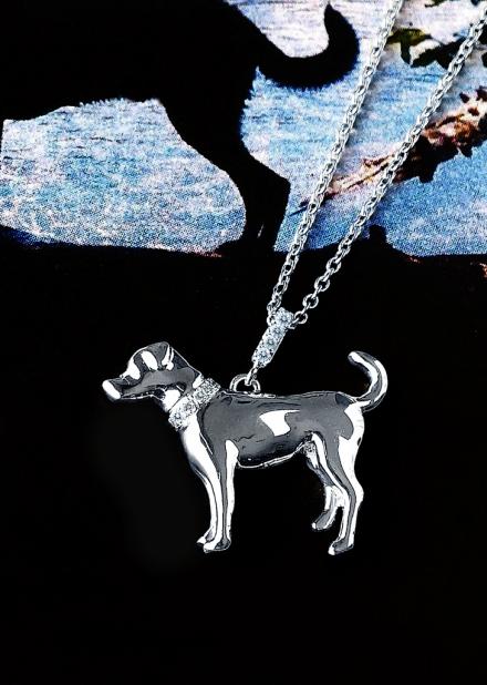 銀座ジュエリーサロンにて大好きな愛犬の横姿をそのままオーダージュエリーにしました。