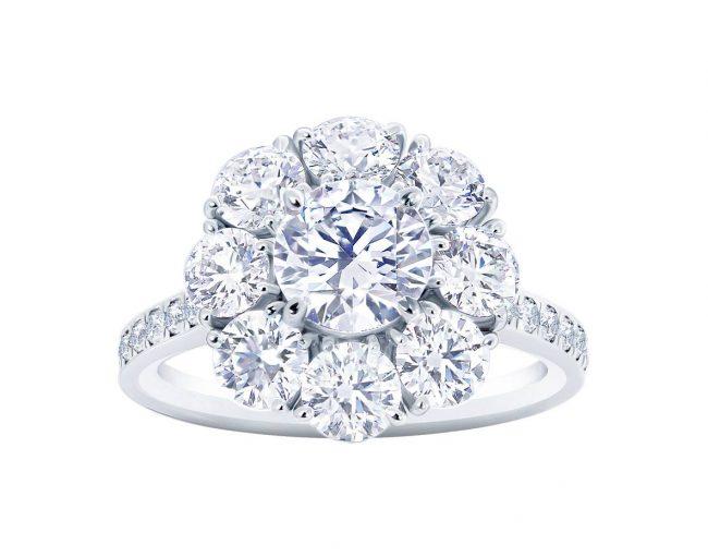 細部にまで拘ったデザインはフラワーデザインのダイヤモンドリングです