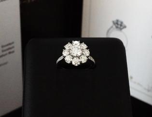 オーダージュエリーサロンで珠玉のダイヤモンドリングをオーダーしました。
