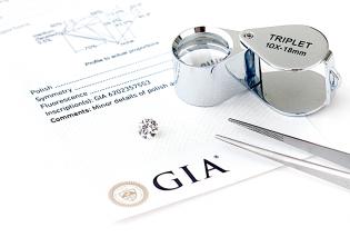 オーダーリングで使用するダイヤモンドにはGIA鑑定付きに拘ります。