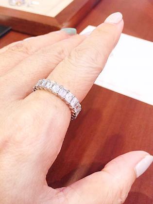 オーダージュエリーサロンでオーダーした素晴らしいダイヤモンドフルエタニティリングの完成です。