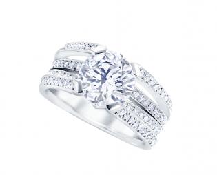 2カラットのダイヤモンドを指輪にリフォーム(リ・スタイル)した写真