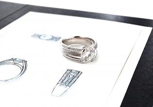 デザイン画の上にリフォーム(リ・スタイル)したダイヤモンドの指輪を置いた写真