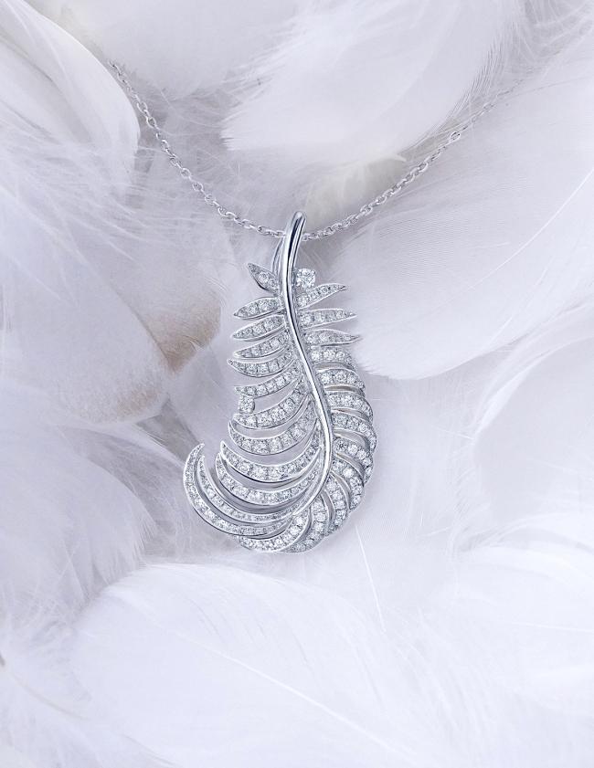 銀座ジュエリーサロンで世界で1つだけのオーダージュエリーで羽根を作る。