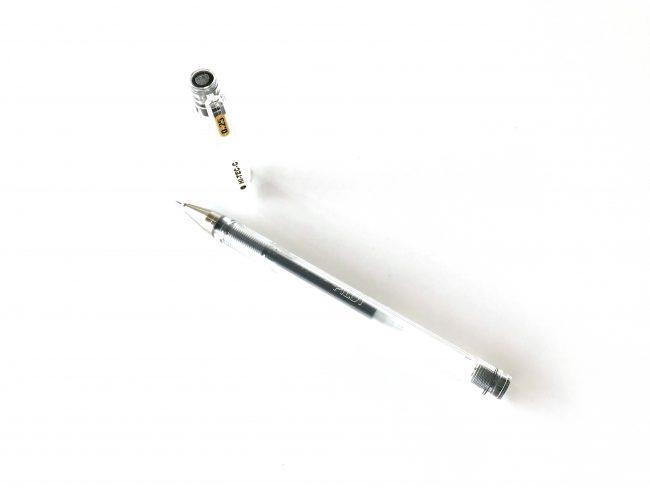 PILOTのHI-TEC-C0.25のペンのキャップを外して取った写真