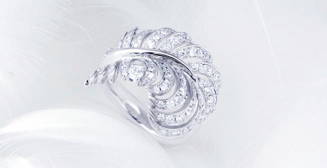 羽根のダイヤモンドリング