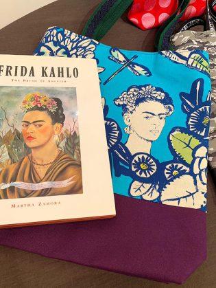 メキシコの現代絵画を代表する画家「フリーダ・カーロ」柄