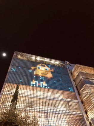 夜の銀座にお洒落なエルメスのゲームが現れます。