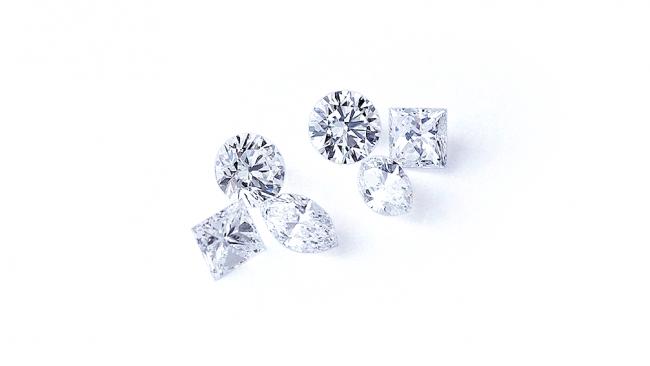 手持ちのダイヤモンドに5石をプラスしてピアスを作りました