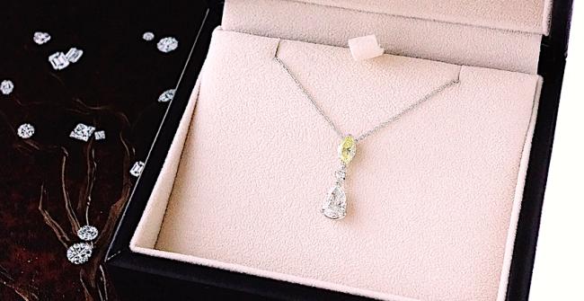 スリーストーンのダイヤモンドペンダント