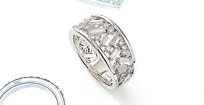 テーパーカットダイヤモンドを使ったリング