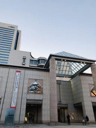 横浜みなとみらいにそびえ立つ横浜美術館。