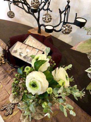 銀座ジュエリーサロンでは美しいお花とともに。