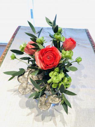 銀座ジュエリーサロンを彩る花。