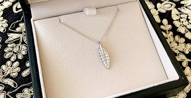 リーフダイヤモンドネックレス