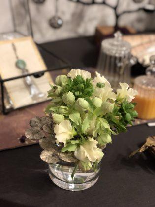 銀座ジュエリーサロンの花がいつも素敵です。