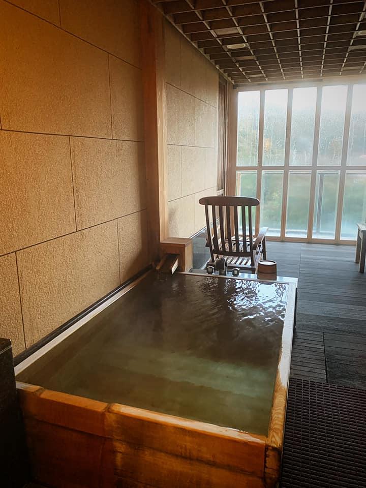 お部屋付きの露天風呂はとても良いお湯でした