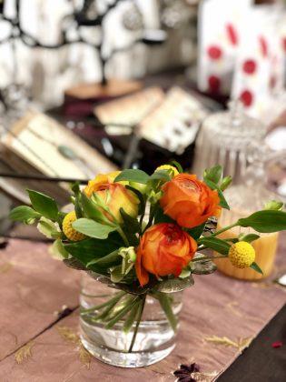 銀座ジュエリーサロンでは季節のお花でお迎えします。