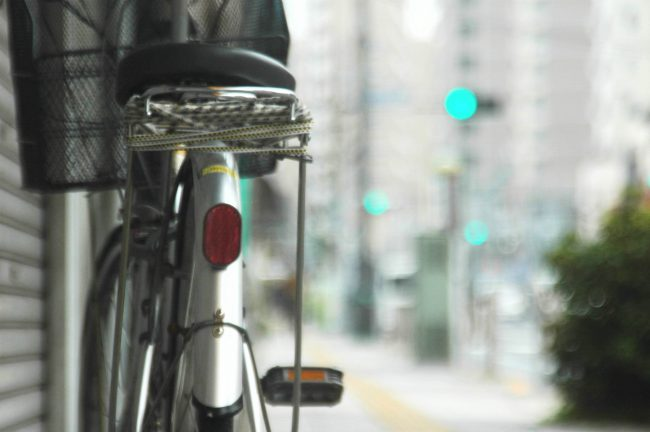 自転車の後姿をアップで撮った写真