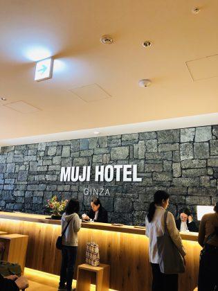 銀座MUJI HOTELフロントです。