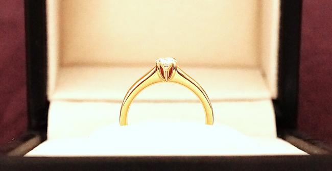 ダイヤモンドのソリテールリング