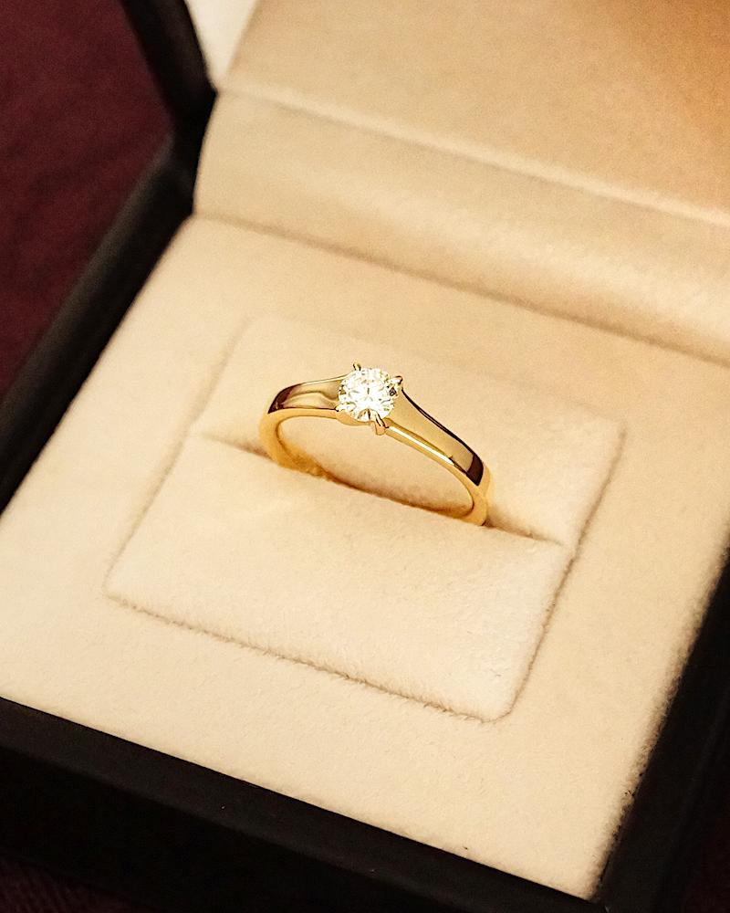 ユンヌピエールアンプリュス にて記念の婚約指輪を作り直されました