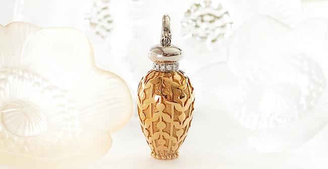 憧れの香水瓶のペンダントネックレス
