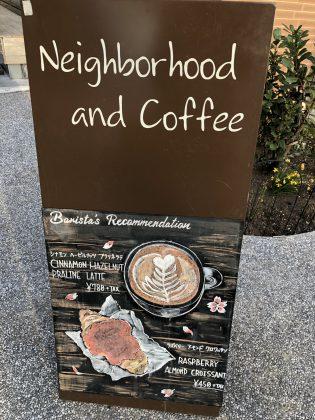 カフェの看板が素敵です。