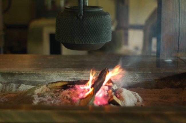江戸東京たてもの園の江戸農家の囲炉裏の写真
