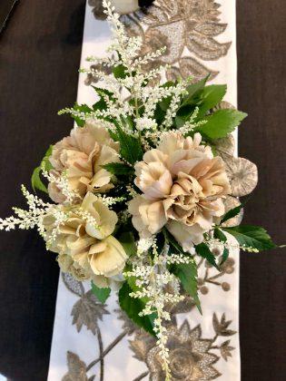 サロンに渋いお花達を飾りました。