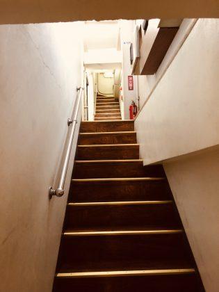 長い階段を上った先のオアシス。