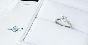 """""""家族の宝石""""が婚約指輪に"""