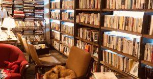 お気に入りの本屋へ。