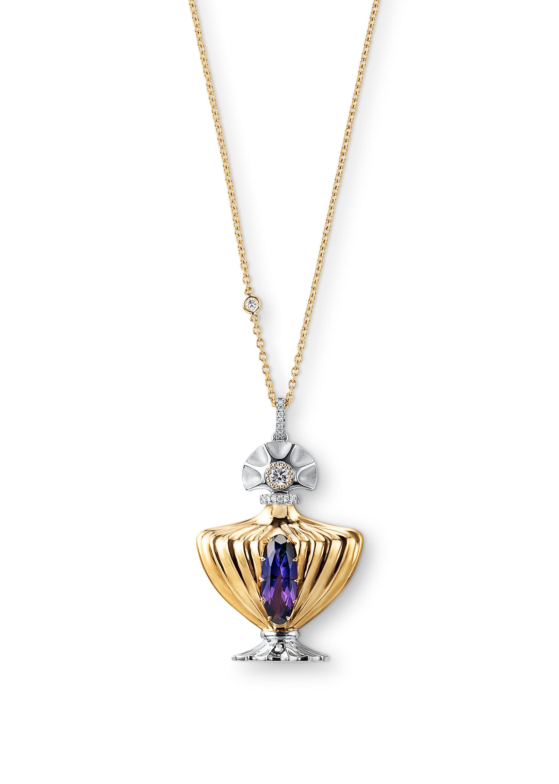 家族の宝石を使ってリフォームしたペンダントネックレスです