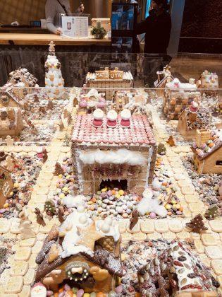 素敵なお菓子の街が出来上がっております。