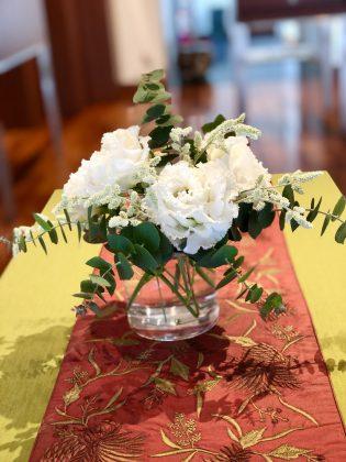 サロンでは季節の花でお出迎えです。