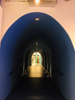 吉祥寺にあるトンネルをぬけると。
