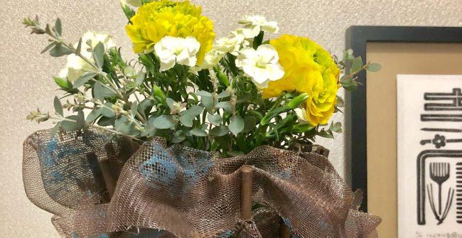 《おうち時間》お花を飾りましょう。