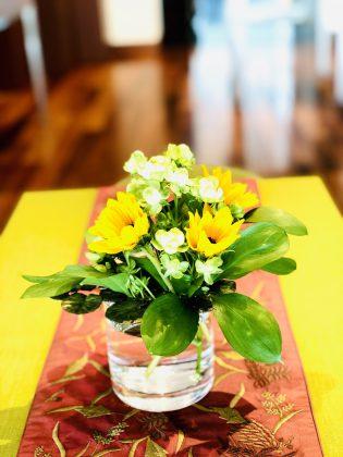 サロンに花を飾りましょう。