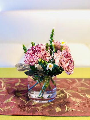 銀座一丁目ジュエリーサロンではお花に癒されます。
