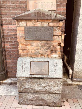 銀座煉瓦通りの煉瓦保存の碑。