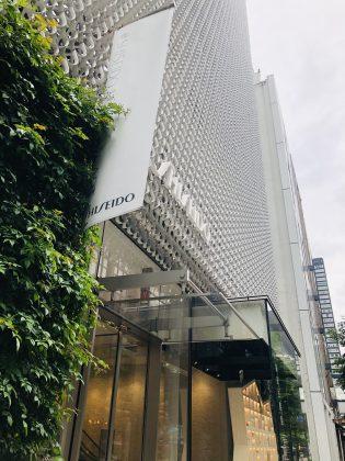 資生堂銀座本社ビルのウィンドウアートが面白いのです。